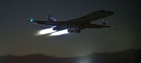 """A B-1B """"Bone"""" Night Launch Is An Otherworldly Experience"""