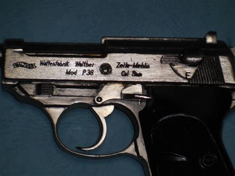 rroyce君 de モデルガン:CMC Walther P-38 メッキ 王冠マークつき